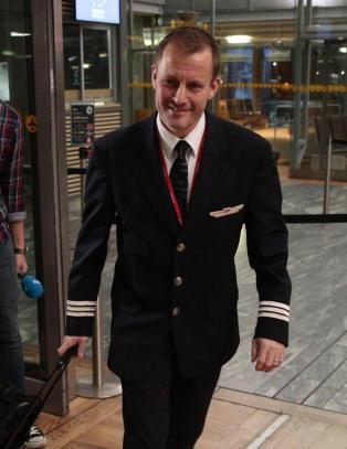 N�r landslaget flyr til Ungarn i dag, er det med en notorisk m�ltyv som pilot