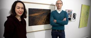 Dronning Sonja donerer egen kunst til flyktninger