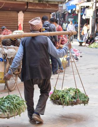 - Det viktigste vi kan gj�re n�, er � f� folk til � reise til Nepal igjen