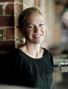 �rets bokhandlerpris g�r til Maja Lunde: - Jeg m�tte felle noen gledest�rer