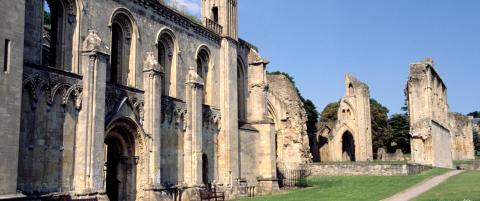 1000 �r gammel l�gn avsl�rt: Munker brukte kong Arthur-historie for � redde kloster