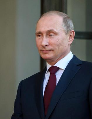 Putin sier til Hollande at de er klare for et samarbeid for � bekjempe terror