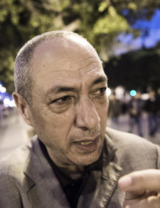 Komikeren Raouf g�r i strupen p� trangsynte imamer