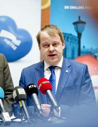Frp: - L�r norsk, eller mist NAV-penger