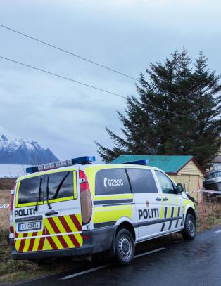 Savnet mann (49) funnet d�d i Vestv�g�y. Fire p�grepet og siktet