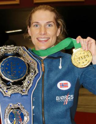 VM-gull til Thea Therese N�ss i kickboksing