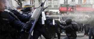 T�regass mot demonstranter i Paris. 100 personer p�grepet