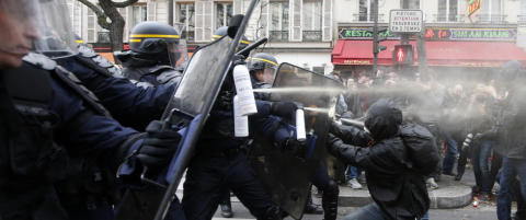T�regass mot demonstranter i Paris. 100 personer p�grepet