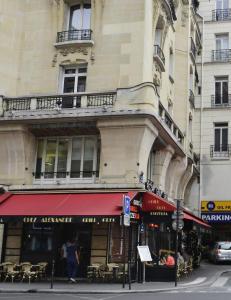 Franskmennene hevder det er verdens f�rste restaurant, men i Guinness rekordbok st�r det noe helt annet