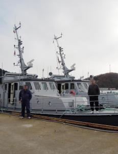 Kj�pte marinefart�y med en bag full av kontanter