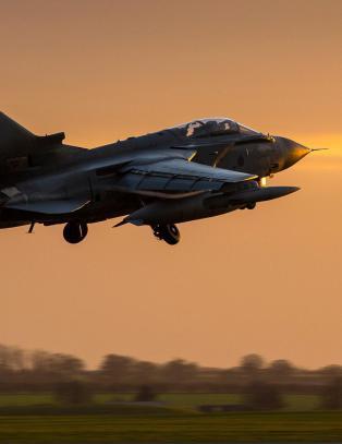 Britene sier ja til � bombe IS i Syria. 57 minutter senere lettet det f�rste jagerflyet