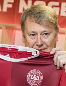 I 1985 var Hareide med p� � sende Danmark til VM. N� kan han gj�re det igjen
