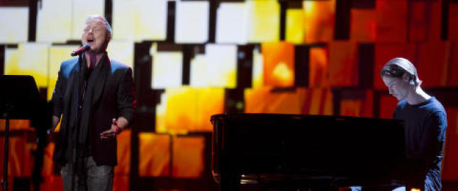 Her står Kurt og Kygo på scenen sammen