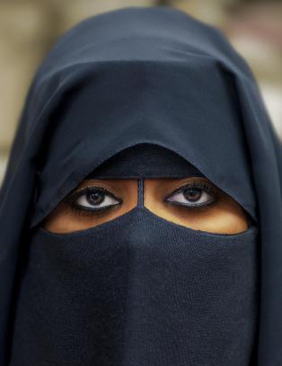 Innf�rer burkaforbud i Italia: - Det er v�re lover som gjelder