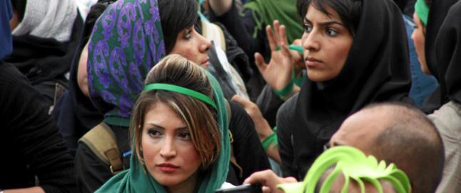 Storaksjon i Iran mot �d�rlig hijab� i bilen