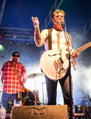 Avlyste etter Paris-terroren - n� kommer Eagles of Death Metal til Oslo