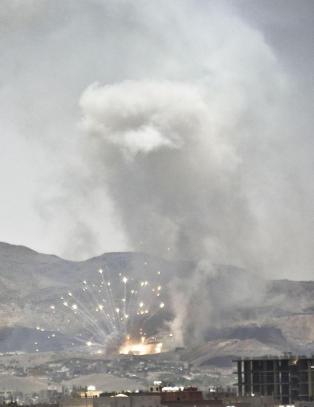 I alt 2700 sivile er drept i borgerkrigen i Jemen. Norge selger v�pen til partene