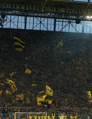 Dortmund-supporter trente naken p� stadion