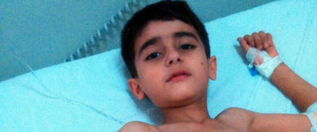 Mohammad (9) satt ute p� trammen. S� smalt det, og bestemor l� i sm�biter