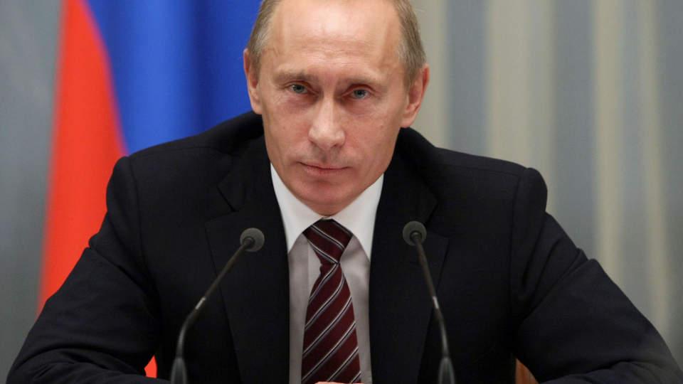 TAPER PENGER: Russlands statsminister Vladimir Putin har store aksjeposter i landets energiselskaper og har dermed tapt store bel�p p� kursnedgangen. Foto: AFP