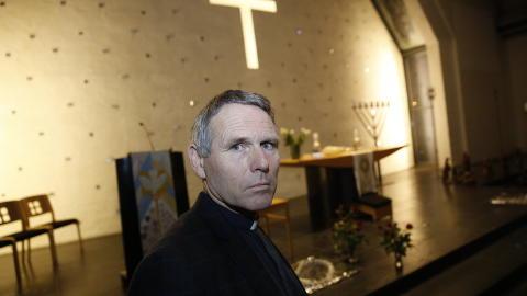 SOKNEPREST: Knut Gr�nvik  i  Lommedalen kirke  . Foto: Jaques Hvistendahl / Dagbladet