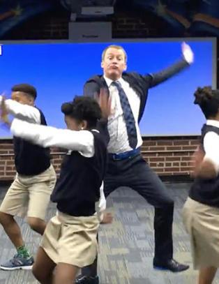 L�rerens dans med elevene begeistrer millioner