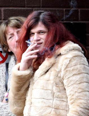 Davina (34) sendt til mannsfengsel for voldtekten hun begikk da hun regnet seg som mann