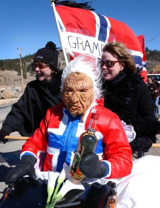 Amerikansk festival feirer nedfrosset lik av norsk bestefar