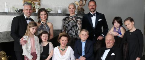 Hele kongefamilien samlet til middag i kveld