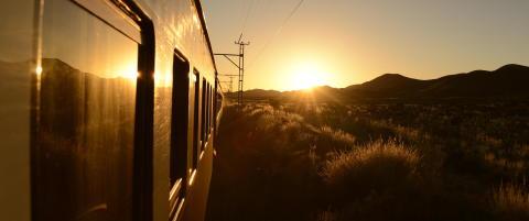 Tar to timer � fly, men likevel velger mange Rovos Rail som er en togtur p� to dager