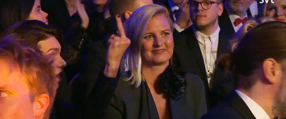 Gesten som sjokkerer Sverige - viste finger'n til prisvinneren