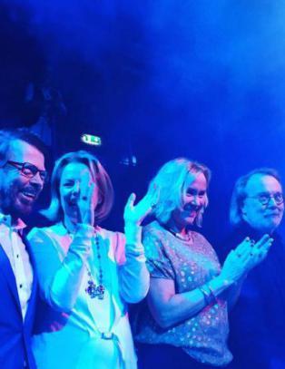 ABBA sammen p� scenen for f�rste gang p� 30 �r