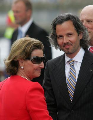 Ari om forholdet til dronning Sonja: - Hun setter meg p� plass i blant