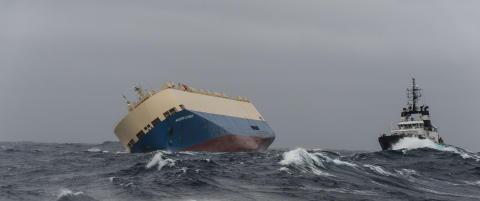 Lasteb�t er ute av kontroll, kan treffe den franske kysten i dag