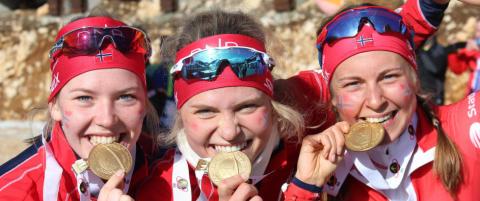 Disse jentene sikret norsk stafettgull i junior-VM i skiskyting