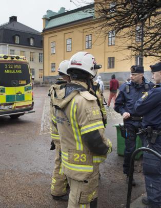 To svartkledde menn etterlyst etter skoleeksplosjon i Sverige