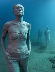 39 000 nordmenn reiser til Lanzarote hvert år. Nå senkes 300 skulpturer ned i havet rett utenfor
