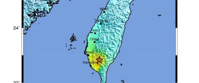 Deler av en sjuetasjes bygning har rast sammen  etter kraftig jordskjelv p� Taiwan
