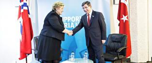 Jonas mot Erna: - Ville ikke falt meg inn � bruke Syria-konferansen til partimarkering