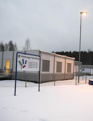 Da asylmottaket kom til bygda, ansatte barnehagen en pensjonert politimann