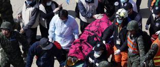 To overlevende hentet ut av jordskjelvruinene i Taiwan