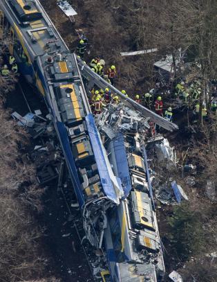 9 omkom og 15 livstruende skadet i togkollisjon i Tyskland