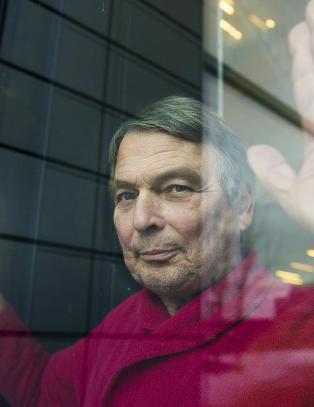 Lokal Frp-leder ble kastet ut i 1999 etter at han foreslo asyl-leirer. N� har Oslo Frp vedtatt lukkede mottak