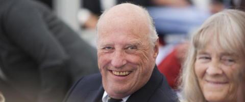 Kong Harald til NRK: - Vil ikke lenger ta imot gaver fra kommersielle aktører