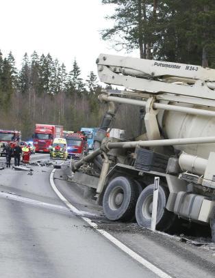 Sementbil mot varebil - sj�f�r omkom