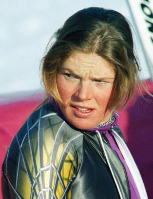 Tidligere alpinstjerne tiltalt for � dytte faren sin ned en trapp og l�se ham inne i kjeller