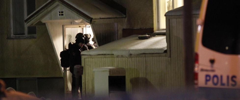 En d�d etter stikkskader p� svensk asylmottak. Ytterligere tre personer skadd