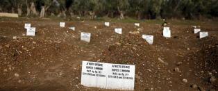 De navnl�se flyktningene som fyller Lesvos' gravplasser: �Ukjent gutt, 7 �r, nr. 40�