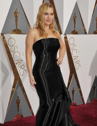Kate Winslet f�r kjoleslakt: - Ser ut som en s�ppelsekk