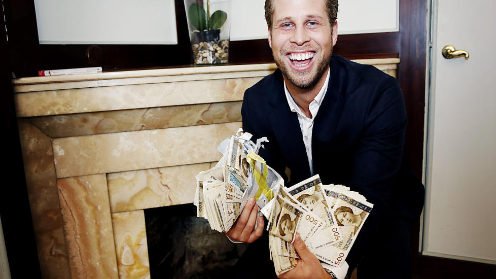 FANT SKATT : Vemund Thorkildsen fant rundt 325 000 kroner i peisen i sin nyinnkj�pte leilighet. N� gir han pengene til Kreftforeningen. Foto: Jacques Hvistendahl / Dagbladet